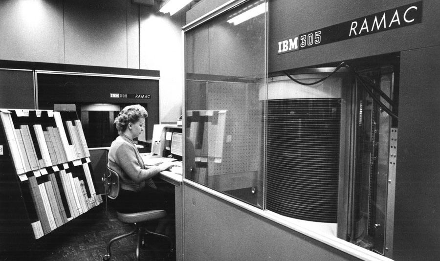تاریخچهی ذخیرهسازی اطلاعات روی رایانهها